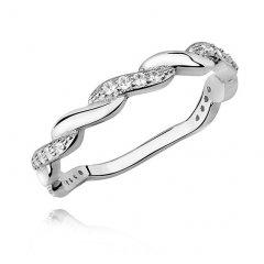 Stříbrný prsten s proplétaným motivem
