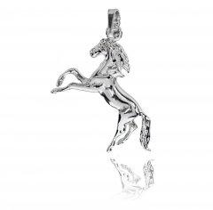 Stříbrný přívěsek - cválající kůň
