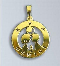 Zlatý přívěsek Blíženci - latinský nápis