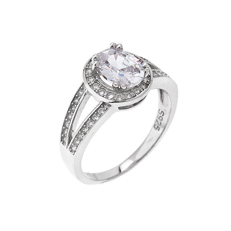 Nadčasový stříbrný prsten s oválným zirkonem s precizním zpracováním  přináší eleganci do každého dne. 97b9b31aecd