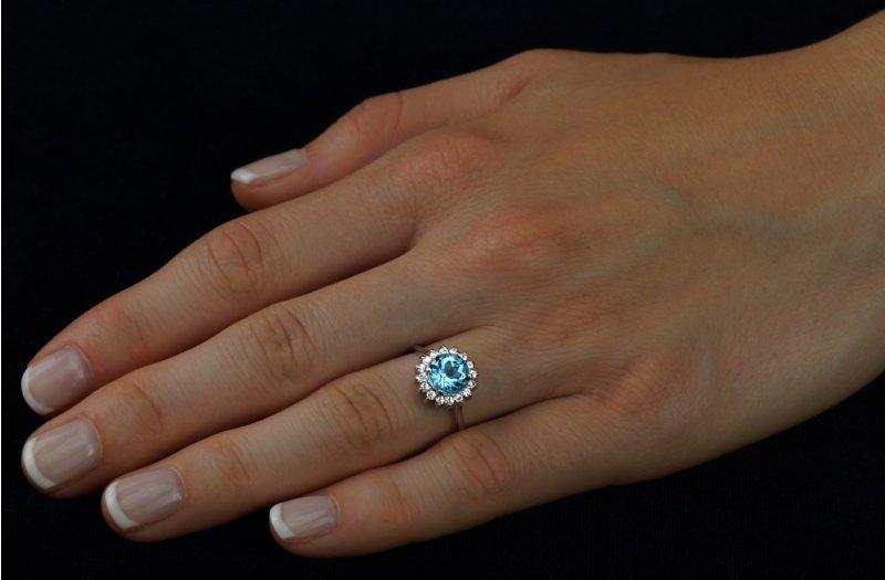 fb8587b44 Stříbrný prsten s kulatým topazem a zirkony | Zlato-stříbro.cz