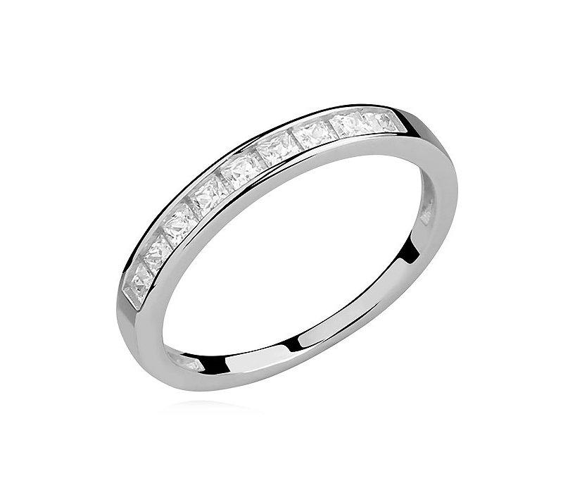 Decentní jemný stříbrný prsten – kroužek se zirkony jemně podtrhne půvab  moderní ženy. e96976f6124